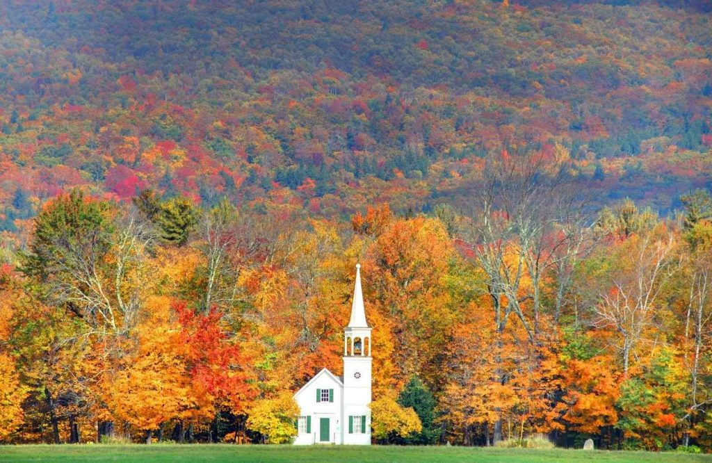 A New England road trip itinerary is perfect for seeing fall colors.