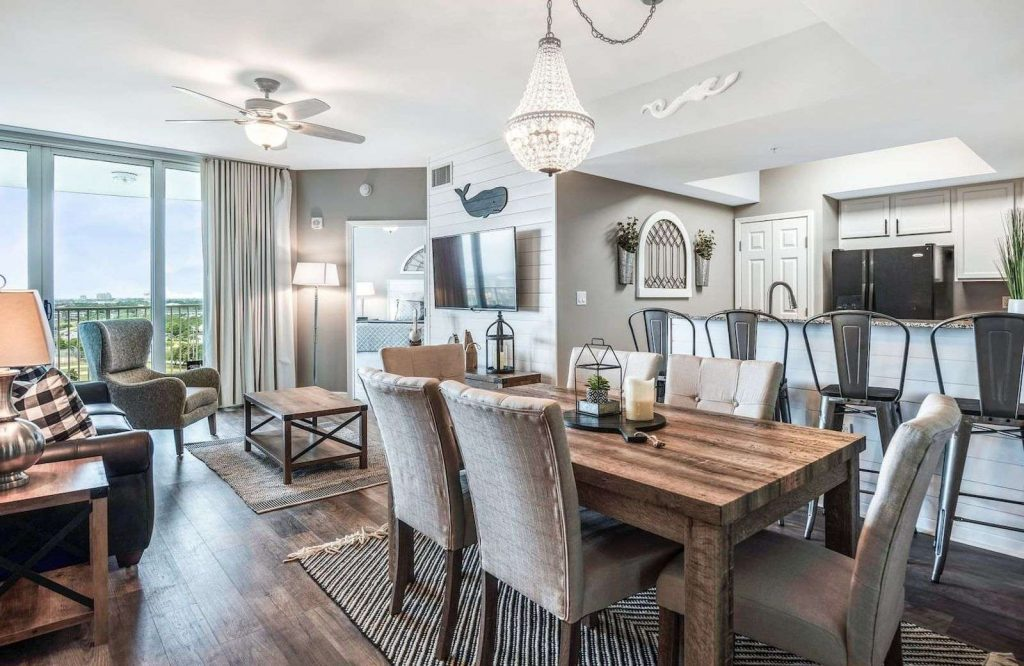 If you're looking for a gorgeous Airbnb in Destin, be sure to check this one out!