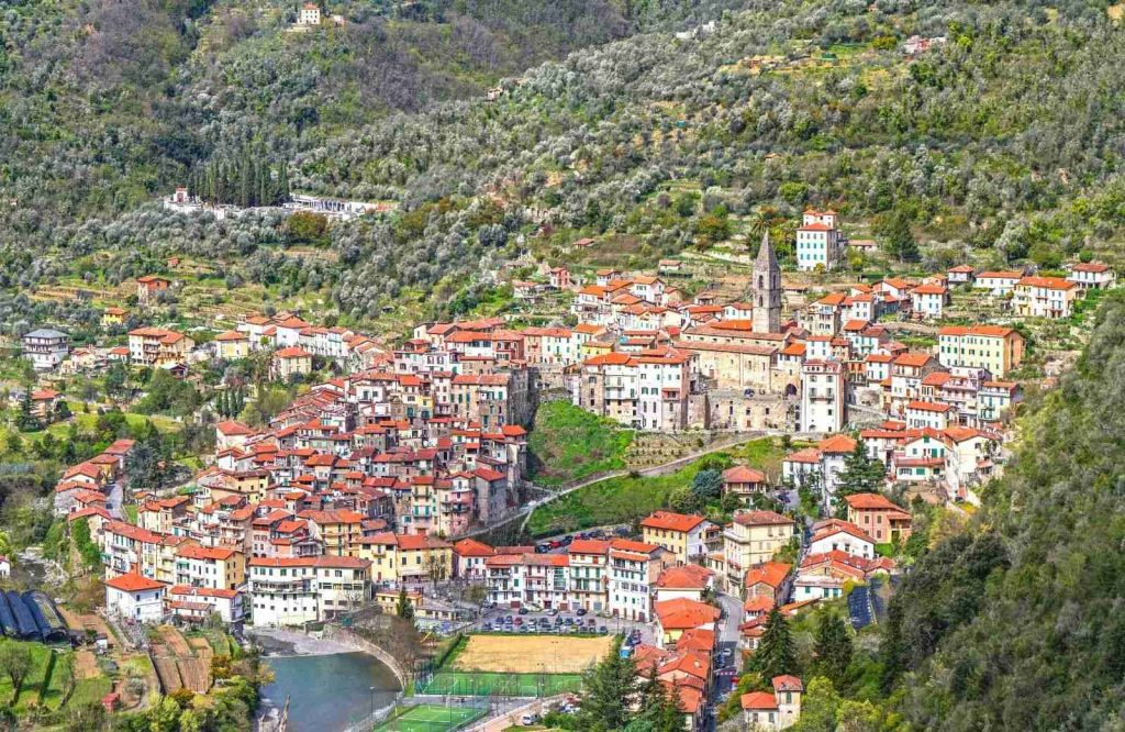 Looking for the best beach towns in France, visit Pigna.