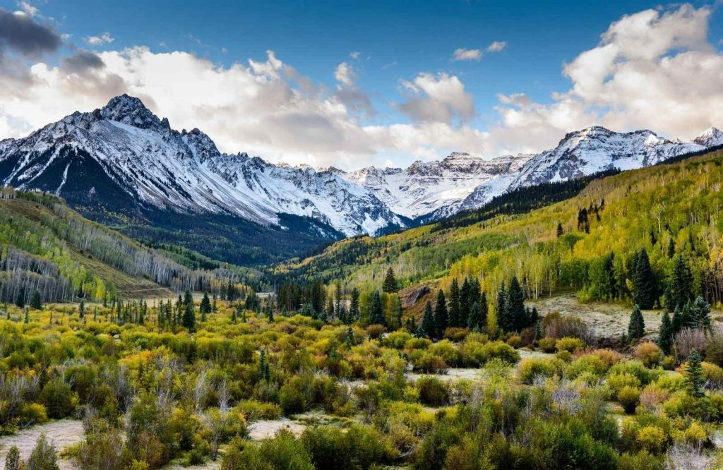 Rocky Mountain National Park is one of many bucket list places to visit in the US.