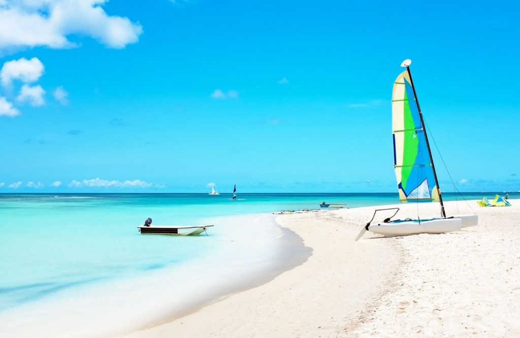 Looking for things to do in Aruba? Go sailing.