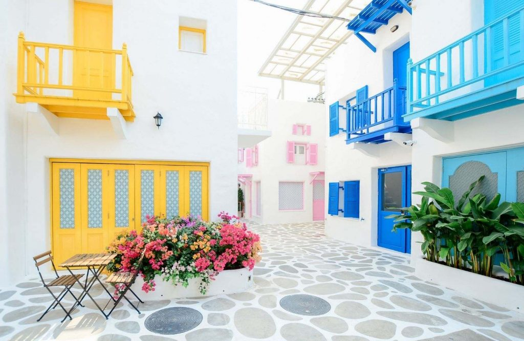 Here are 15 of the top things to know before traveling to Greece.