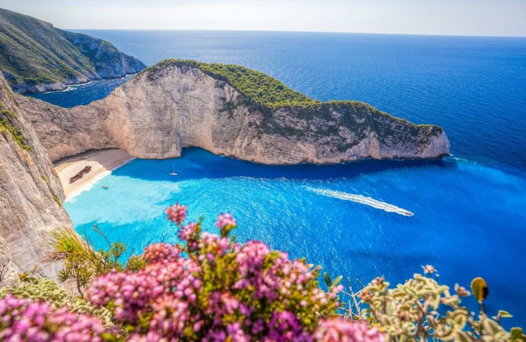 These are the 15 things to know before traveling to Greece.