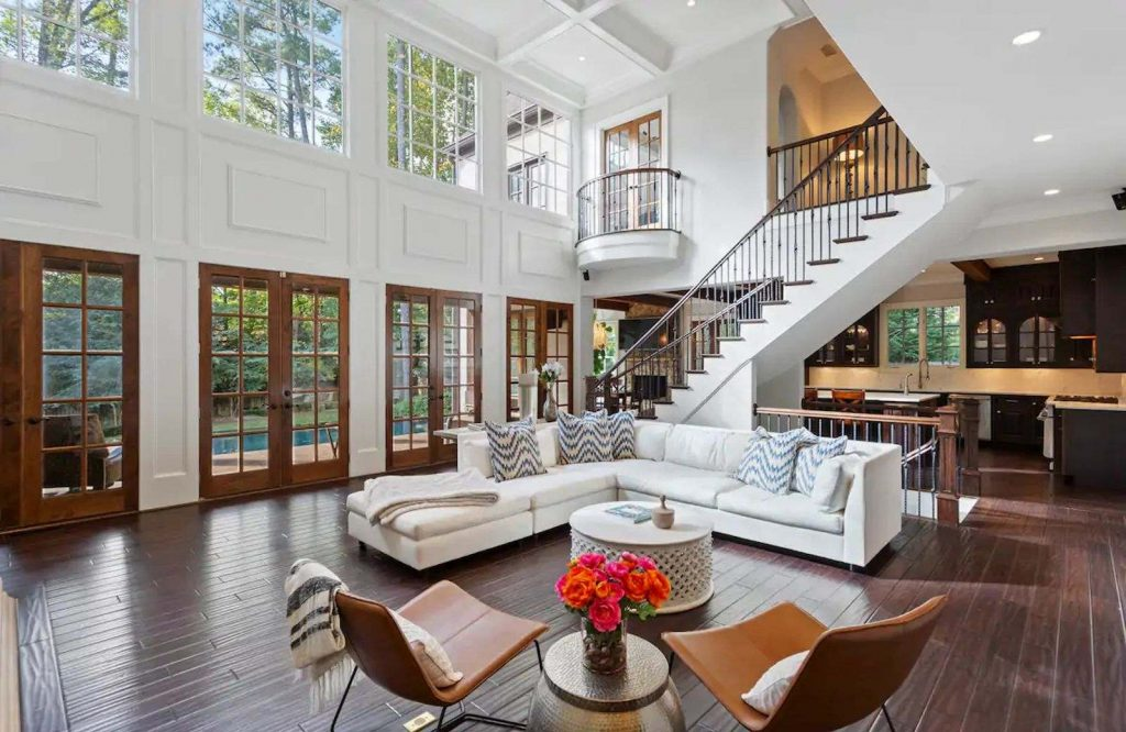 One of the most luxurious Airbnbs in Atlanta is Buckhead Estate.