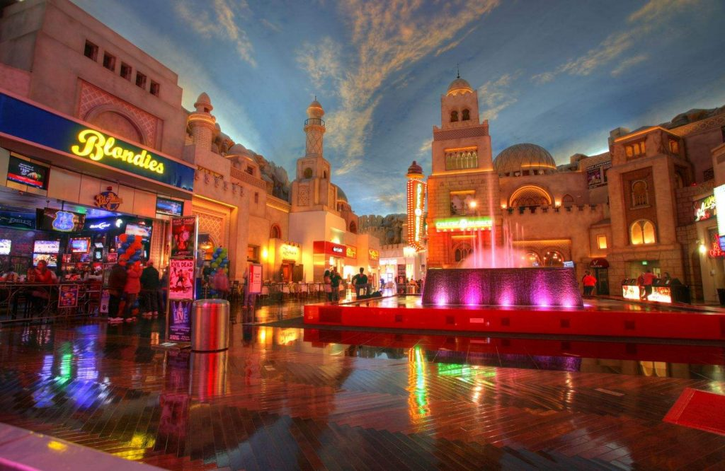 Free things to do in Vegas includes wandering through the Miracle Mile Shops.