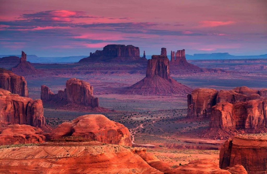 One of the prettiest and best places to visit in Utah is Monument Valley.