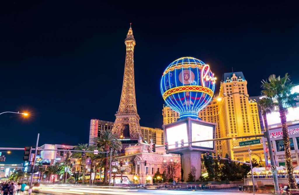 One of the most amazing free things to do in Vegas is to wandering around the Paris Hotel.