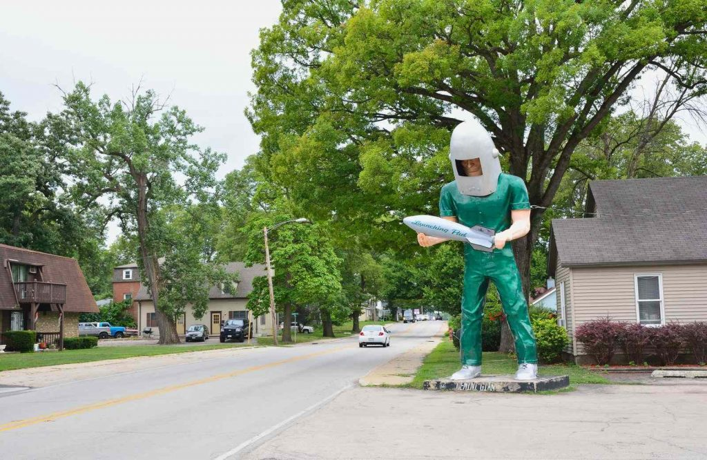 One of the coolest things to see on Route 66 is the Gemini Giant.