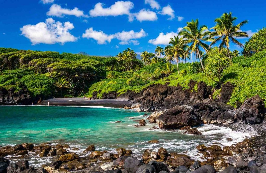 If you're looking for places to add to your bucket list for couples, add Maui.