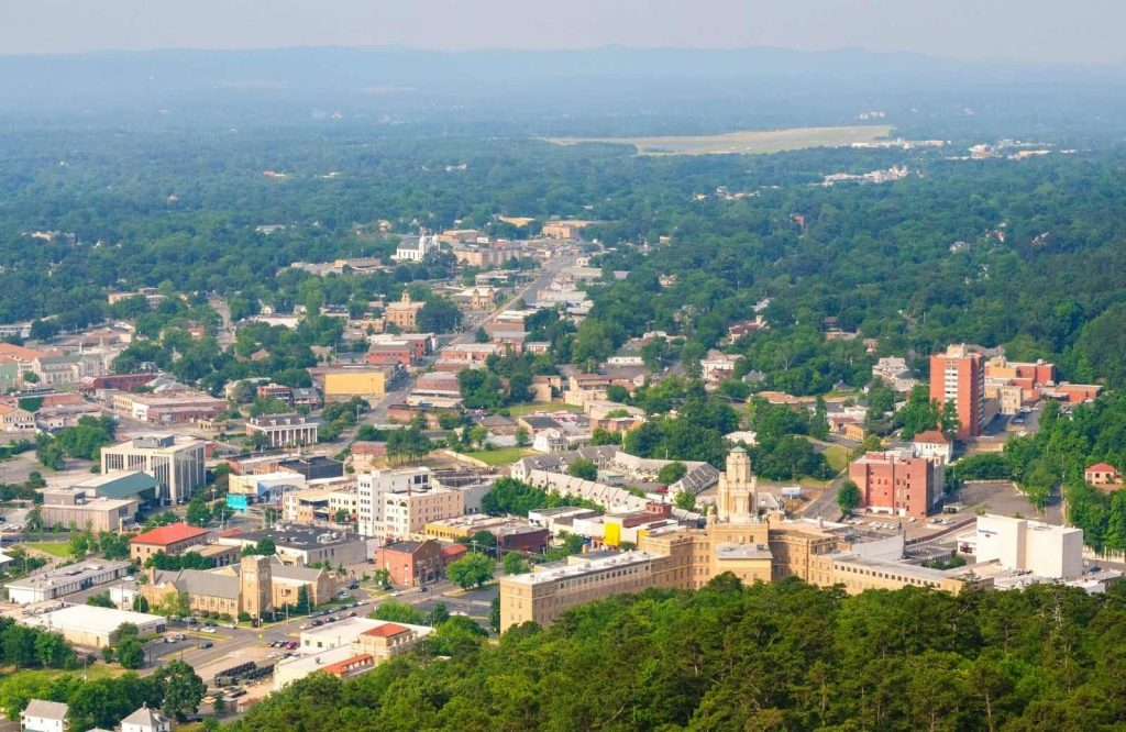 One of many awesome things to do in Hot Springs, Arkansas is to admire the views from the observation deck.