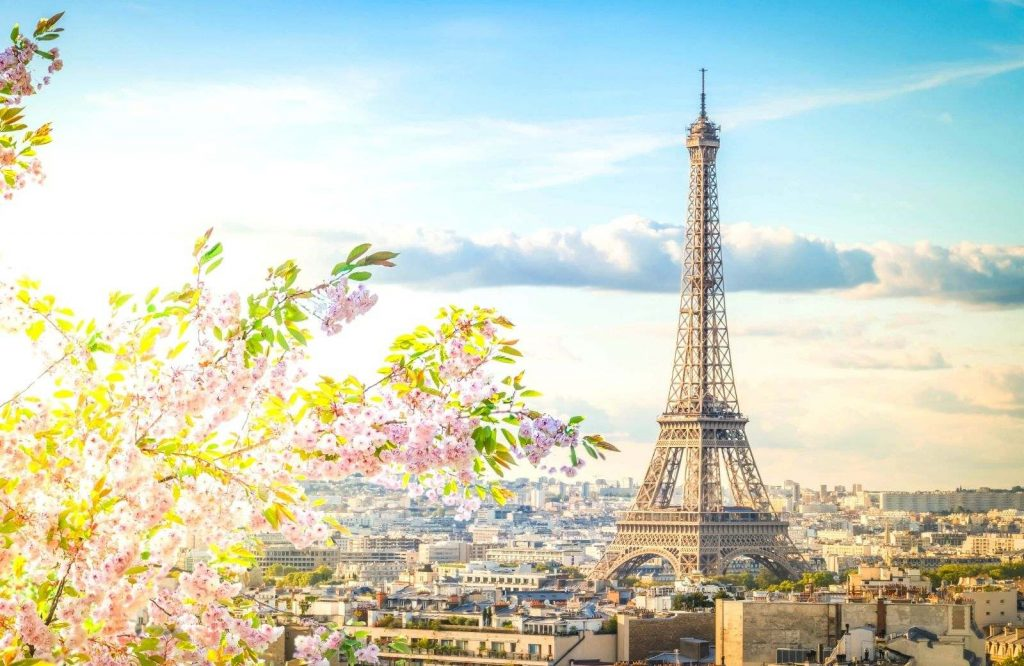 Add Paris to your bucket list for couples.
