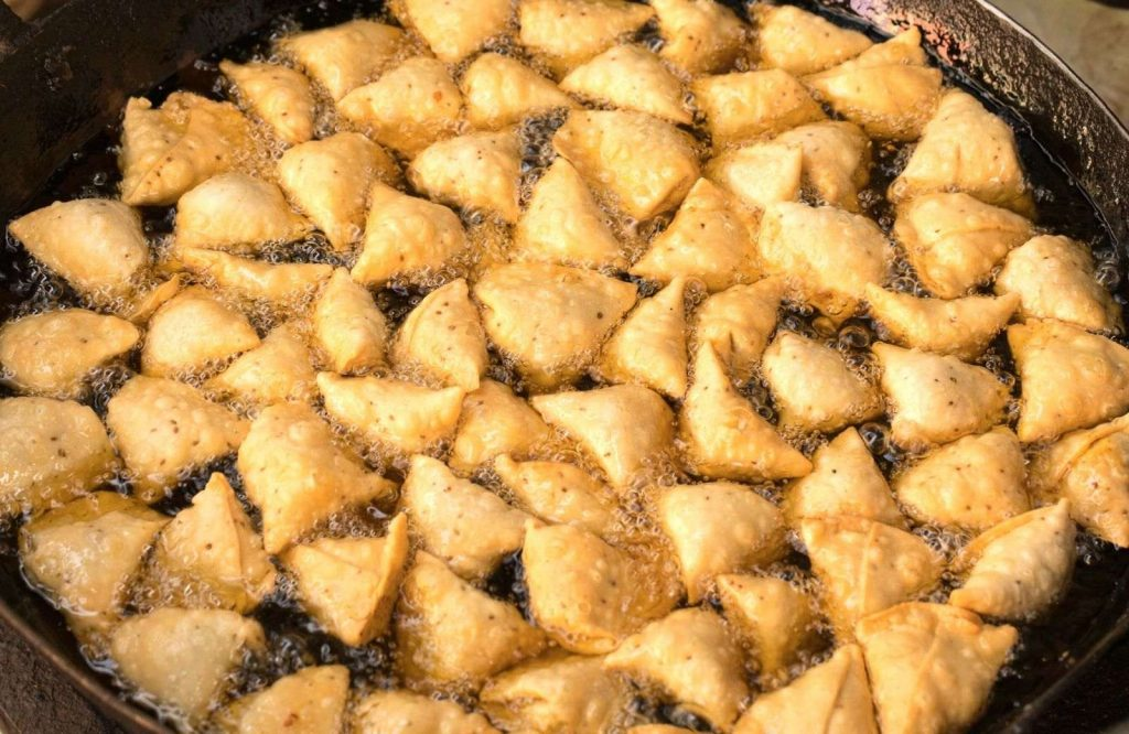 One of the most iconic Indian street food dishes is Samosas.